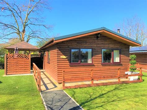 Log Cabins With Tubs Wales by Log Cabins With Tubs In Wales Llannerch