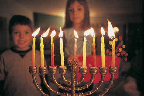 when do you light the menorah 2016 what is a hanukkah candle called and when do you light