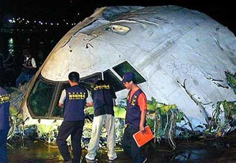 accident   boeing  operated  china airlines  penghu taiwan  crash