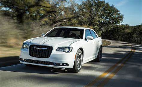 2016 Chrysler 300 V-6/v-8