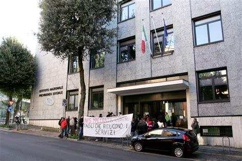 Inps Sede Di Macerata Basta Tagli La Protesta Dei Dipendenti Inps Cronache