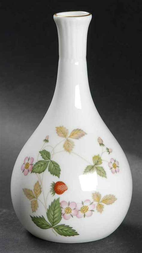Wedgwood Strawberry Bud Vase wedgwood strawberry bone bud vase 7137691 ebay