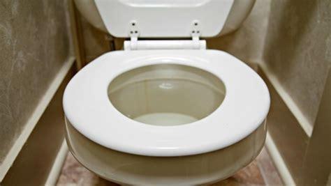 3 fa 231 ons de garder vos toilettes propres avec du bicarbonate de soude tous toqu 233 s