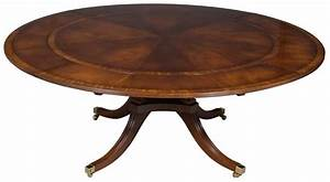 round, table, with, leaves, on, outside