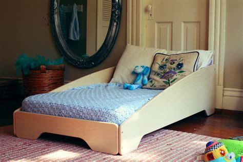 toddler bedroom furniture sodura zoomtoddler bed modern tots 13534   zoom toddler bed nt ls