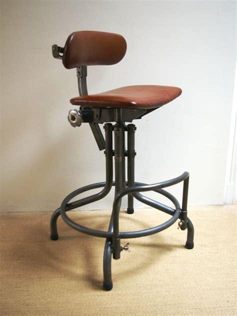 chaise industrielle chaise biénaise jpg chaises