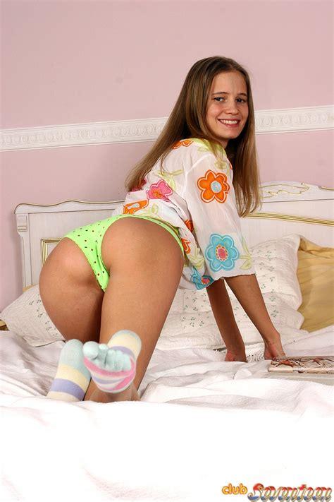 Teenie Girl Spread Legs Sex Porn Images