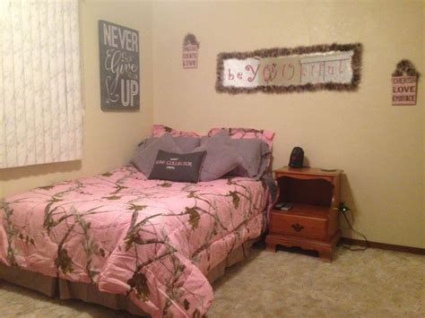 Realtree Pink Camo Girls Bedroom Wboa Feathers Girlie