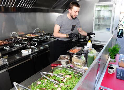 camion amenage pour cuisine comment choisir food truck le monde de l 39 automobile