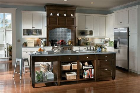 Schuler Cabinets Knotty Alder by Schuler Cabinetry Exclusive At Lowe S Key Largo Maple
