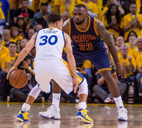 stephen curry warriors outlast lebron cavs  game