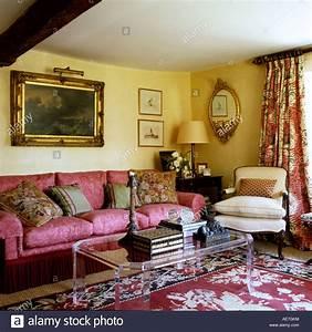 Teppich Auf Englisch : sofa und sessel auf gemusterten teppich in traditionell ~ Watch28wear.com Haus und Dekorationen