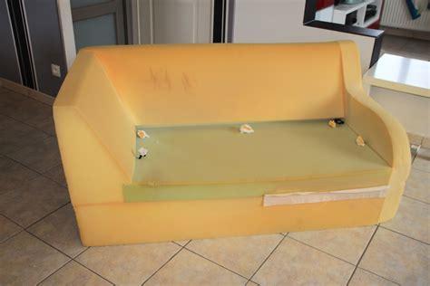 peindre un canap en simili cuir a mains nues 39 rénovation d 39 un canapé en simili cuir