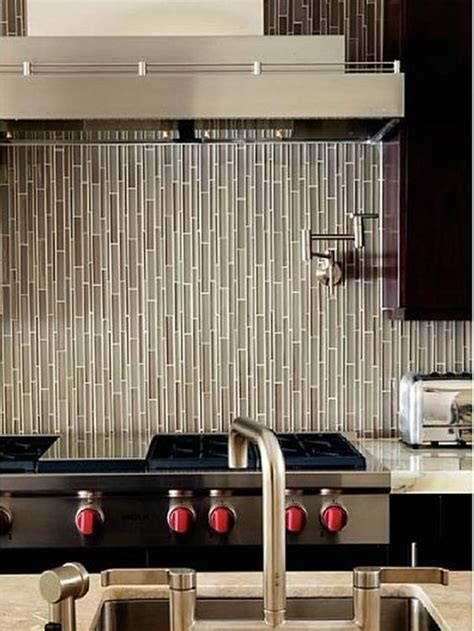 ceramic tiles kitchen backsplashes  catch  eye