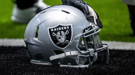 Raiders sign G Marquel Harrell
