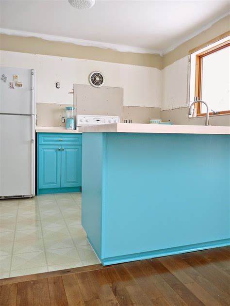 turquoise kitchen cabinets kitchen progress turquoise cabinets check dans le 2968