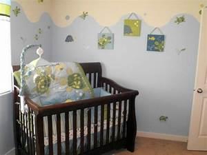la peinture chambre bebe 70 idees sympas With chambre bébé design avec fleurs funéraires en céramique