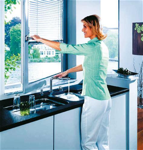 un robinet d 39 évier qui passe sous la fenêtre inspiration