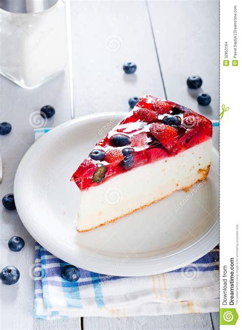 dessert avec fruit de la dessert l 233 ger de r 233 gime avec les fruits frais et la gel 233 e images stock image 32853184