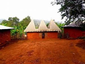 Visiter L Afrique : une concession balatsit bamendjou haut plateaux ouest cameroun visites le cameroun et tu as ~ Dallasstarsshop.com Idées de Décoration