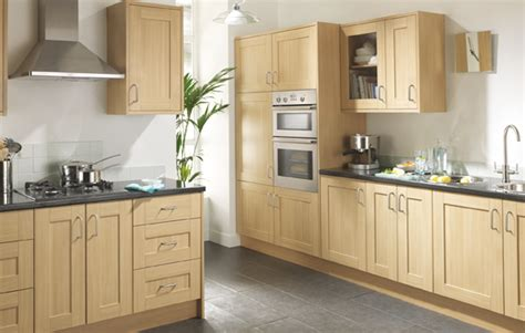 Shaker Oak Kitchen Cabinets by Linslade Shaker Kitchen Range Is A Oak Effect