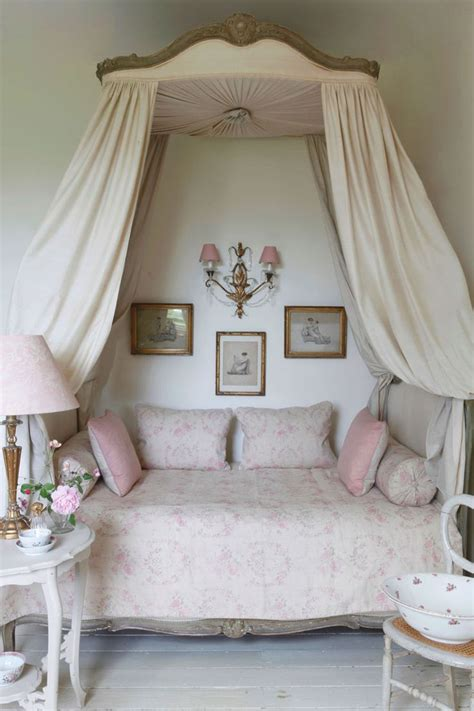 shabby chic bedroom sets best 25 shabby chic bedrooms ideas on pinterest shabby 17044 | aa40e98ce0d8dea88dc3329fb473a7a1 kate forman daybeds
