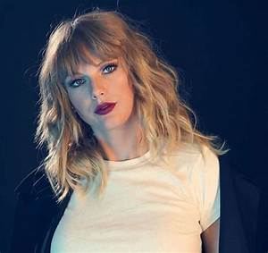 Taylor Swift Stills on the Set of a Photoshoot, November ...