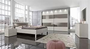Schlafzimmer Komplett Mit Aufbauservice : modernes schlafzimmer in champagner mit viel stauraum baria ~ Bigdaddyawards.com Haus und Dekorationen