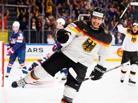 Eishockey n (genitive eishockeys, no plural). Fotos: Deutschland schlägt USA bei Eishockey-WM in Köln ...