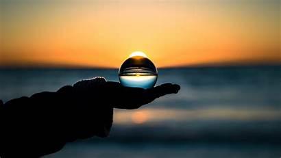 Horizon Ball Hand 4k Glass