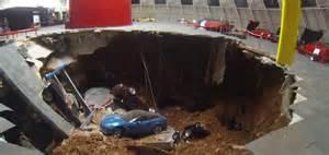 sinkhole at corvette museum newhairstylesformen2014