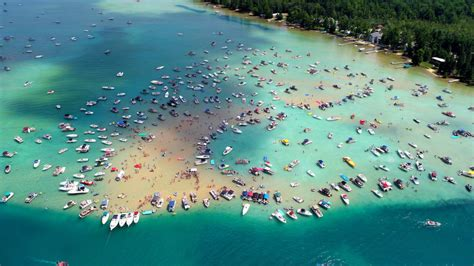 Its incredibly clear waters are known to change from green to fiery gold torch lake is nestled in the township of antrim county in michigan, usa. Colorful boats are anchored around the famous Torch Lake ...