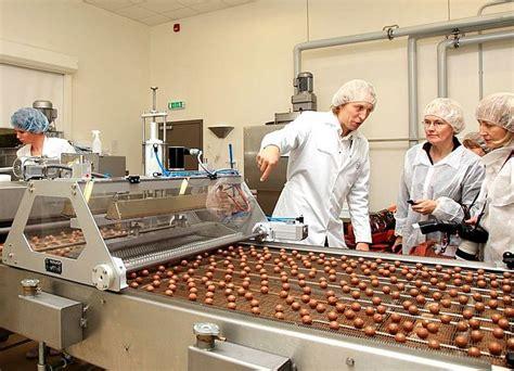 Uzņēmīgie Žimanti zaptes biznesā nopelnīto iegulda šokolādes trifeļu ražošanā | LA.LV