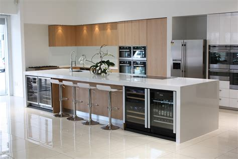 high gloss tiles  kitchen  good interior