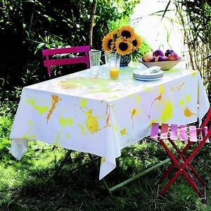 Nappe Blanche Tissu : d corer une nappe avec des taches de peinture marie claire ~ Teatrodelosmanantiales.com Idées de Décoration