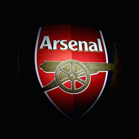 arsenal unveil blue  kit     season