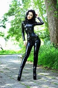 Verpackt In Latex : marilyn yusuf casual latex catsuit in public latex hotties ~ Watch28wear.com Haus und Dekorationen