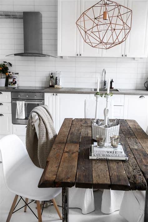 Holztisch Mit Stühlen by Alter Tisch Mit Modernen St 252 Hlen Ich Liebe So Etwas