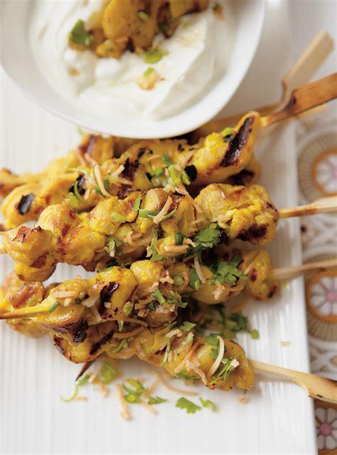 article de cuisine ricardo brochettes de poulet au cari et gremolata à la noix de