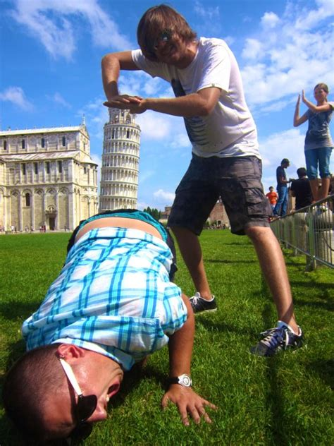 How To Take A Picture Of The Leaning Tower Of Pisa The Poke