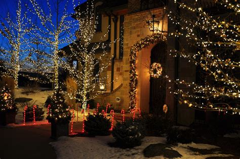 holiday lighting and decorating in denver designscapes