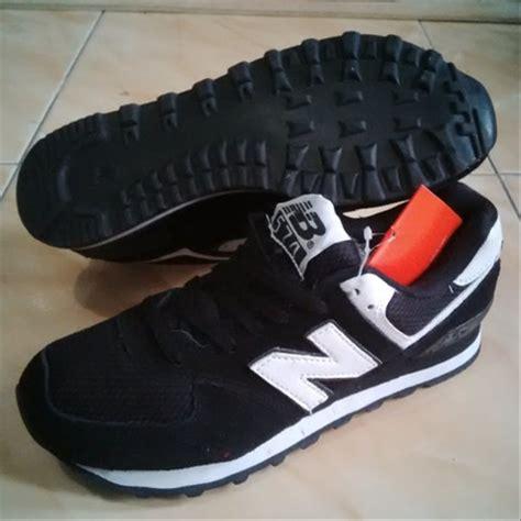 Sepatu Santai Hitam jual sepatu new balance 574 hitam casual sekolah