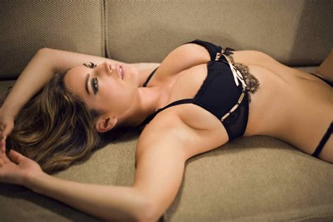 Kelly Brook Life Style Fashion And Styles