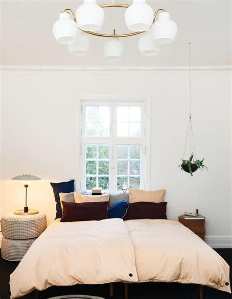 disposition des meubles dans une chambre comment aménager une chambre décoration