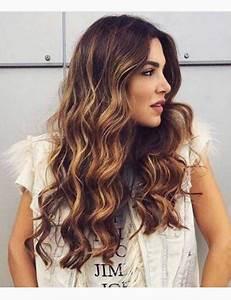 Balayage Cheveux Bouclés : balayage cheveux long boucle ~ Dallasstarsshop.com Idées de Décoration