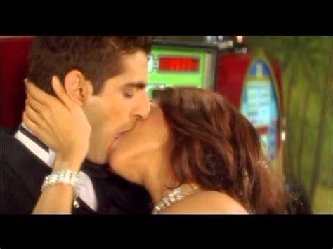 mallika sherawat kissing scene kis kis ki kismat