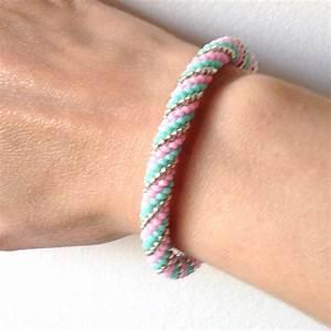 Comment Faire Un Bracelet En Perle : bracelet spirale au crochet en perles miyuki perles co ~ Melissatoandfro.com Idées de Décoration