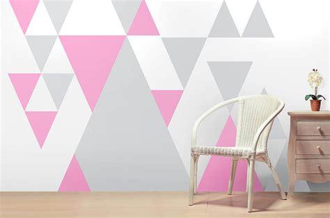 décoration chambre de bébé fille déclinaisons de triangles sous toutes ses formes mes