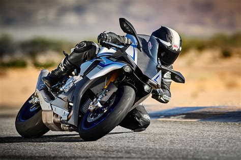Review Yamaha R1m by 2016 Yamaha Yzf R1m Review