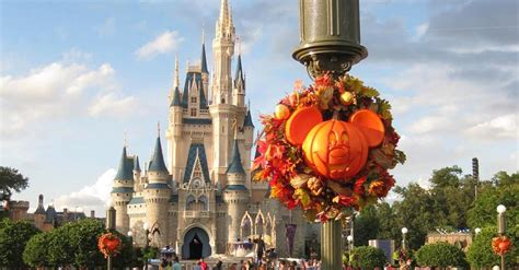 tells   visiting walt disney world  halloween